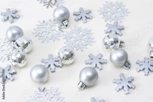 Weihnachtsdeko in silber von angela shirinov lizenzfreies - Weihnachtsdeko silber ...
