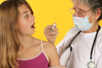 Enfant surpris par le médecin