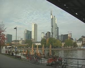 Bankenviertel Frankfurt mait Mainpromenade