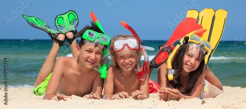 Three snorkeling kids - 19015794