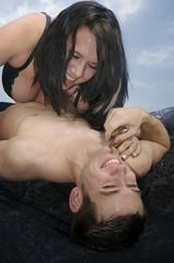 sexy Liebesspiel eines glücklichen Paares