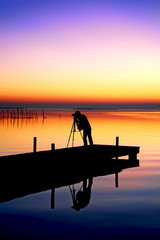 trabajando en el lago