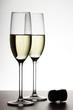 Champagnergläser und Korken