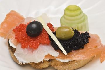 Tosta de ahumados con caviar.