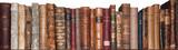 cărţi vechi pe raft