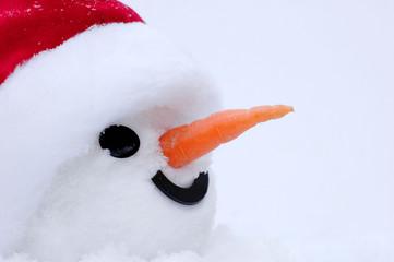 Schneemann mit Weihnachtsmütze
