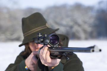 Jäger beim Zielen
