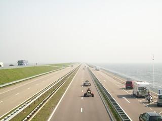Autobahn durchs Meer