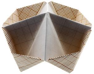 salière papier millimétré fond blanc