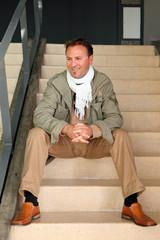 Automne hiver - Homme assis dans les escaliers #2