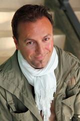 Automne hiver - Homme 40s - souriant, détendu, heureux