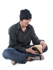 jeune homme qui n'a pas envie de lire ce livre