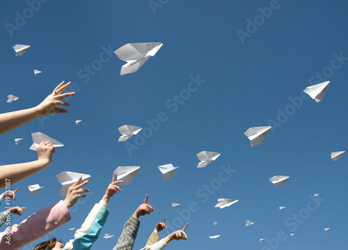 paper airplanes - 19351187