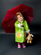 Kind mit dem Regenschirm