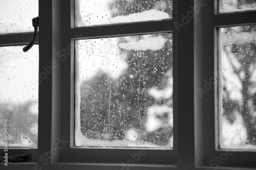 Window condensation - 19419141