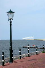 Lungo mare di Urk con pale eoliche - Urk - Olanda