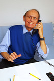 Active Senior Phone Call - Senior beim Telefonieren poster