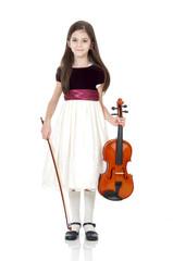 bambina in piedi con violino