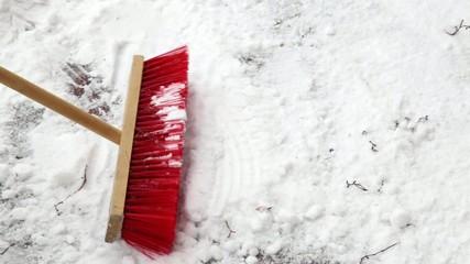 Schneefegen nach starkem Schneefall