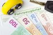 Fahrzeugbrief, Geld und Zündschlüssel