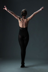Ballerine in black