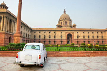 Rashtrapati Bhavan . Large imperial building in New Delhi. .