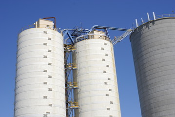 Commercial Silos