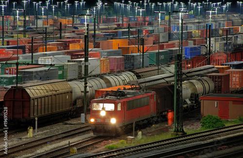 Leinwanddruck Bild Güterbahnhof MaschenVIII