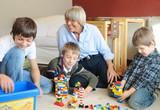 Mit Oma Lego bauen poster