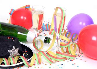 Party mit Sekt, Luftschlangen und Luftballons