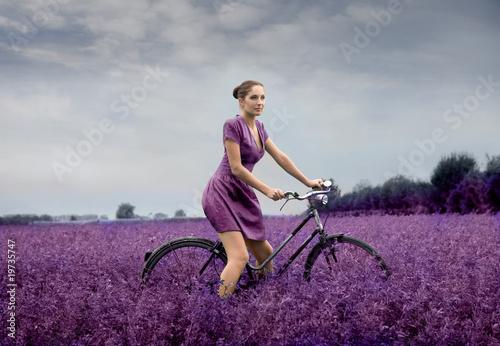 Fototapeten,bike,frau,blume,landschaft