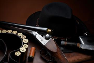 still life con fucile e cartucce