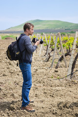 The photographer is going take pictures оf vineyard