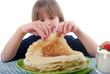 Chandeleur - Enfant gourmand devant des crêpes