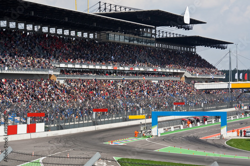 Leinwandbild Motiv Motorsport Rennstrecke