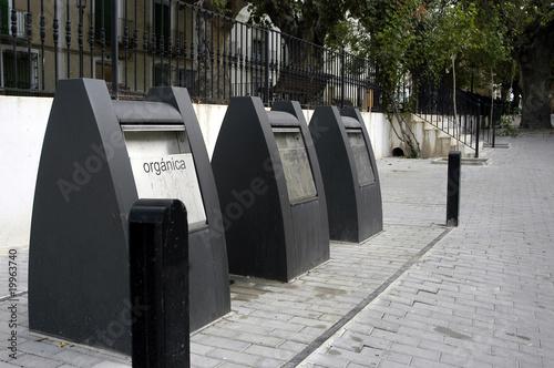 Contenedores de basura soterrados 296