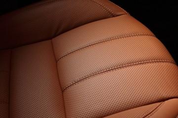 sedile auto in pelle traforata