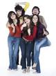 groupe de cinq jeunes amis heureux