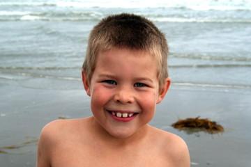 sourire au bord de mer