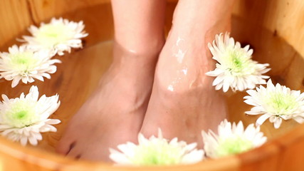 Relaxing bath for feet