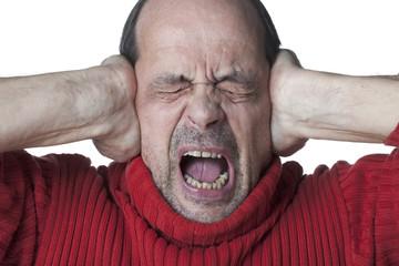 homme agé bruit crise hurler