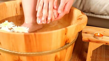 Relaxing bath for feet