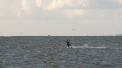 Kitesurfer in action 2