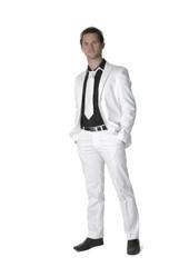 jeune homme au costume blanc 1