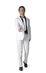 jeune homme au costume blanc 13