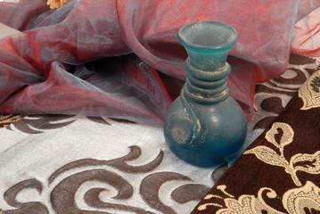 telas y jarron decoracion