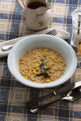 Minestra di fagioli con pasta gramigna - Primi Toscana