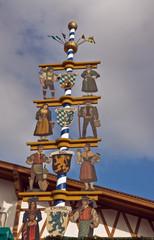 maibaum vor festzelt