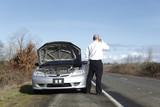 Obchodník na mobil s problémami s autom