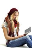 Junge Frau mit ebook Reader poster